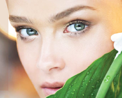 Adore cosmetics Model Green Eyes